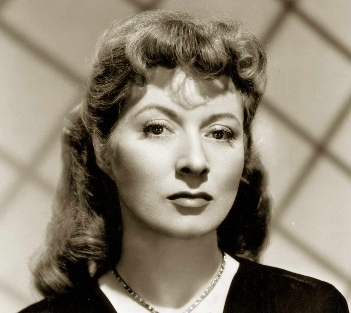 Top-Hollywood-Hairstyle-Looks-for-1941---Greer-Garson