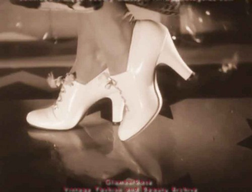 1930s-shoe-fashions---afternoon-pumps--glamourdaze