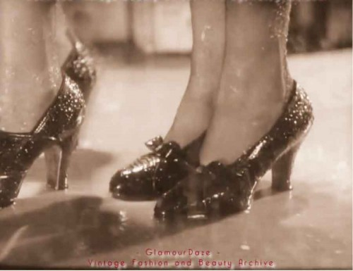 1930s-shoe-fashions---morning-pumps--glamourdaze
