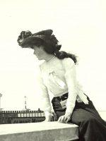 Girl-on-a-wall---Dublin-1904c