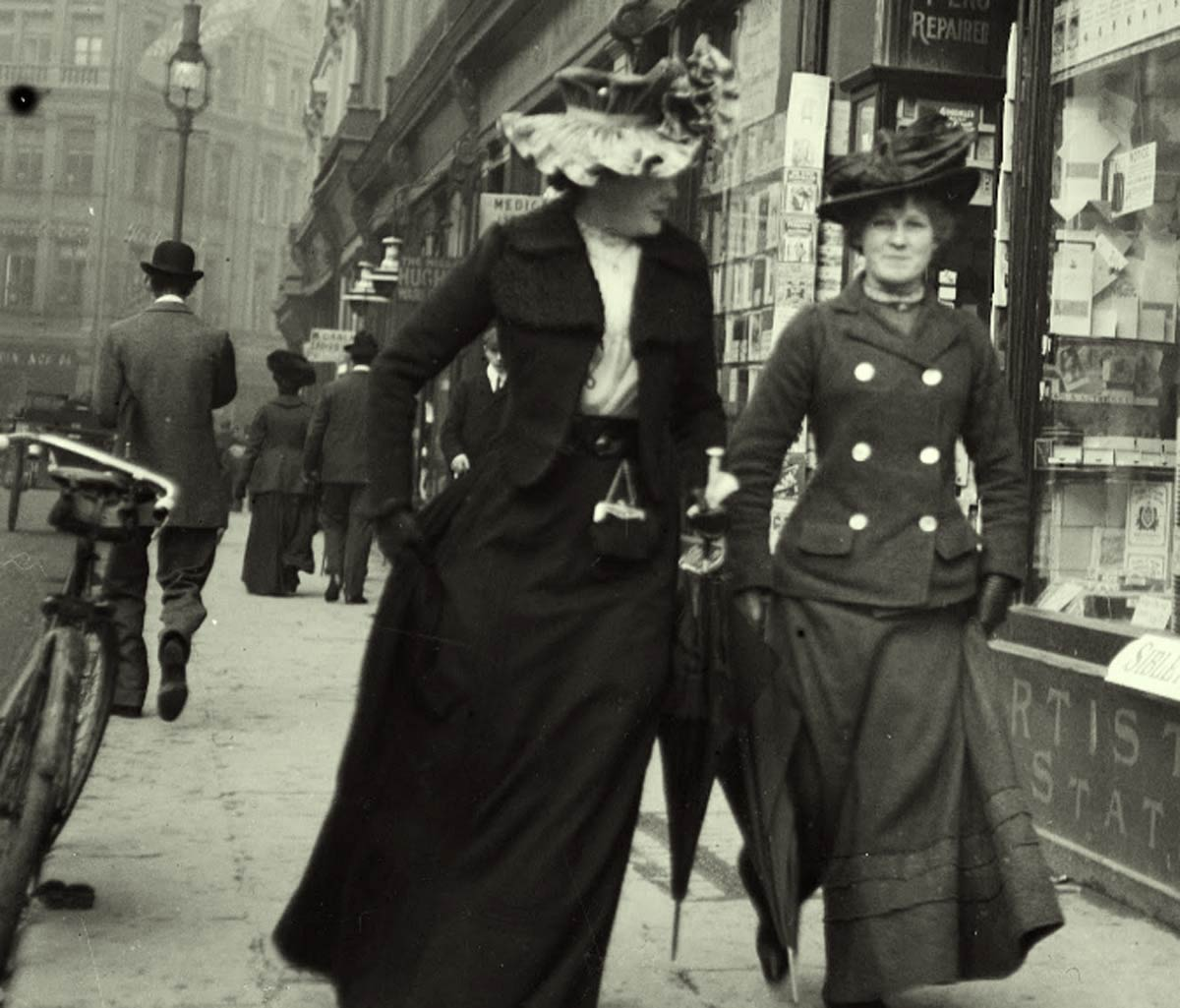 Strolling-on-Grafton-street---Dublin-1904c