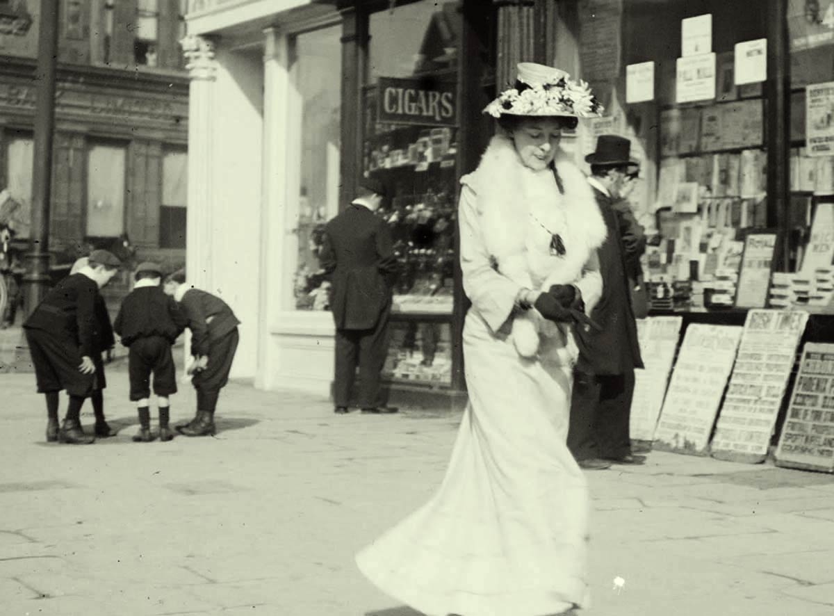 Strolling-on-O-Connell-Street-1904