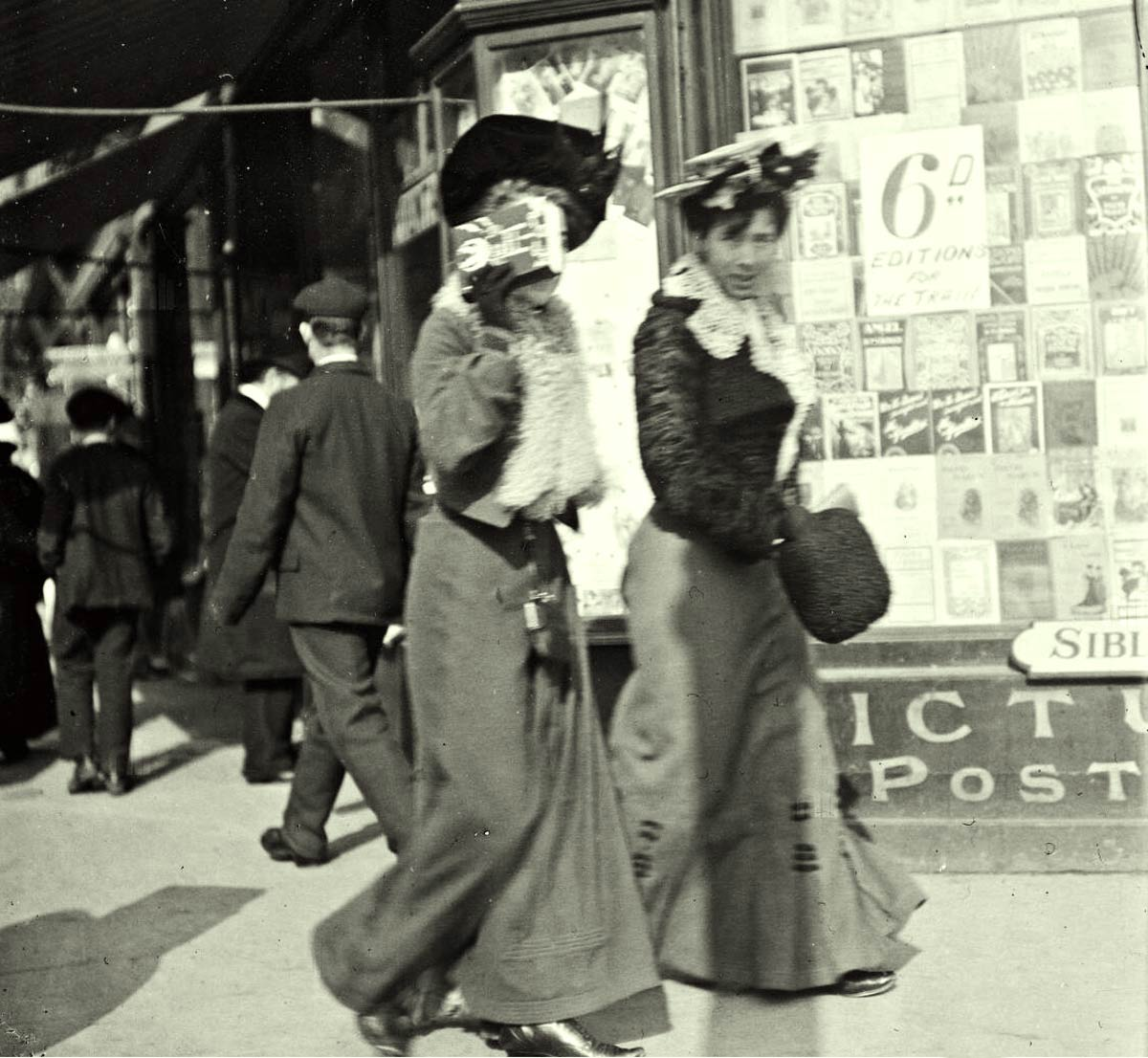 Two-women-leaving-Sibley-&-Co-Bookstore---Grafton-St-Dublin-1900--1904b