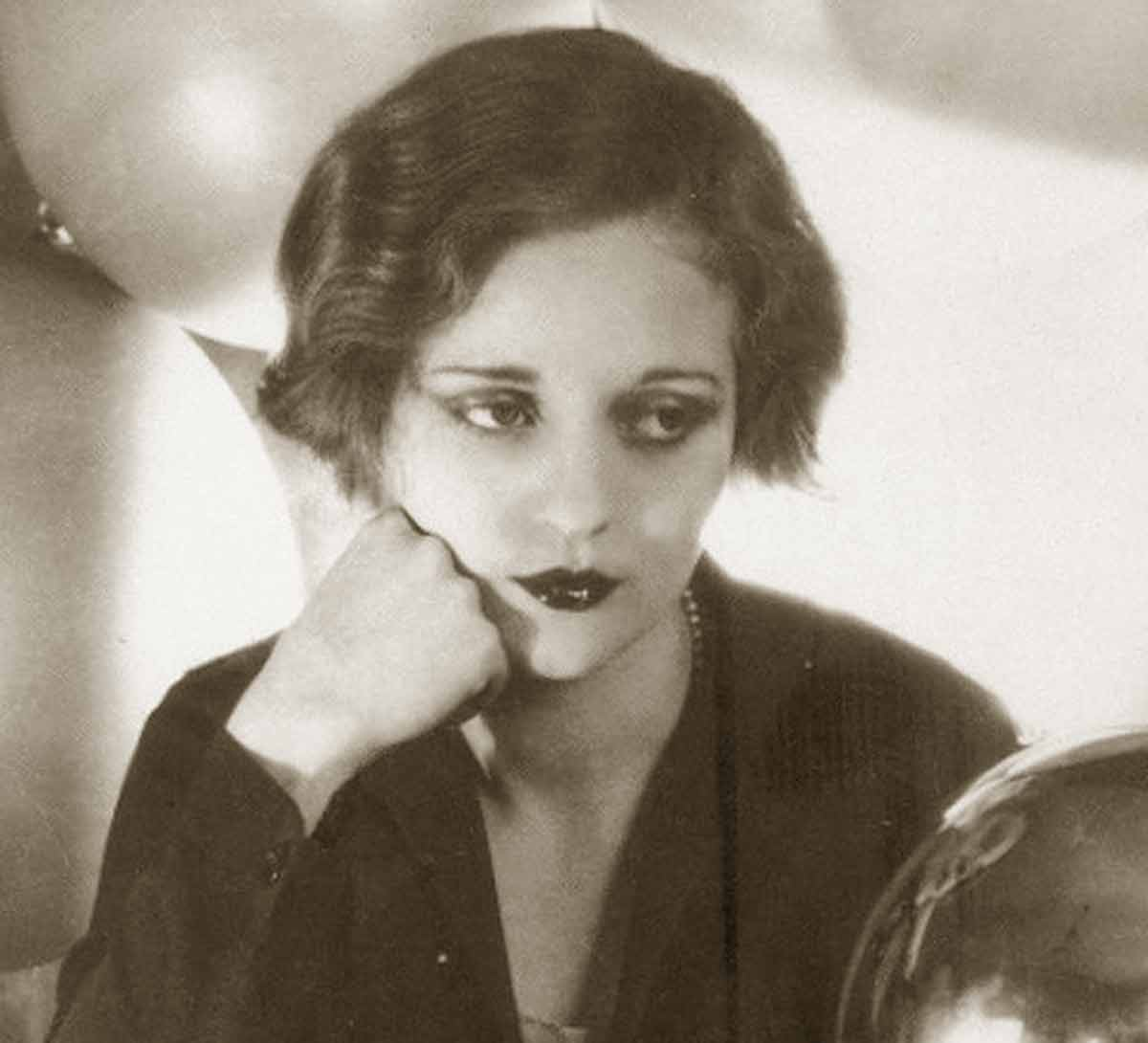 Sylvia-Sidney---1930-Hairstyles-can-change-your-Face