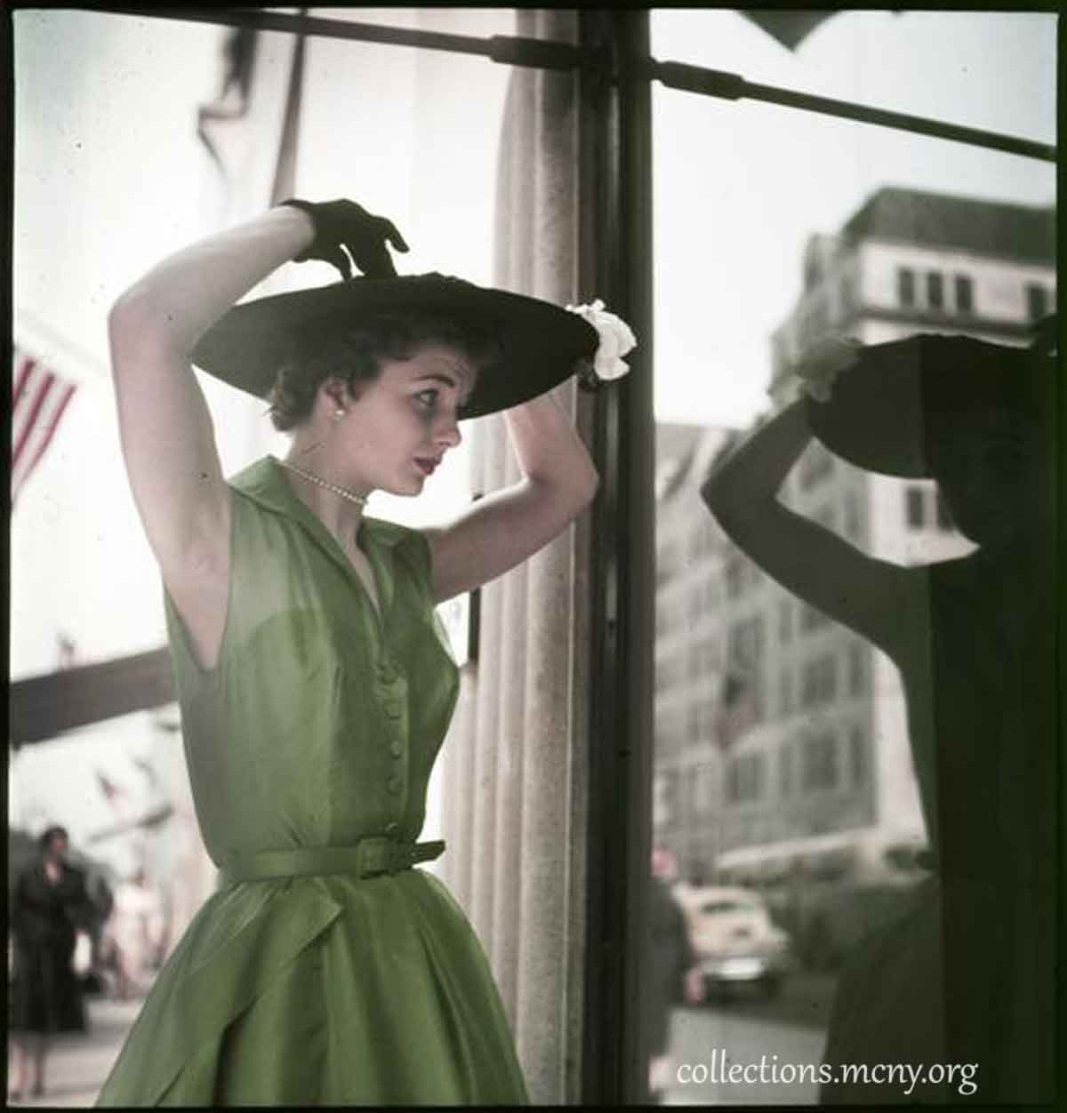 1950s-Fashion---Fifth-Avenue-Style-in-1952---Mary-Damon
