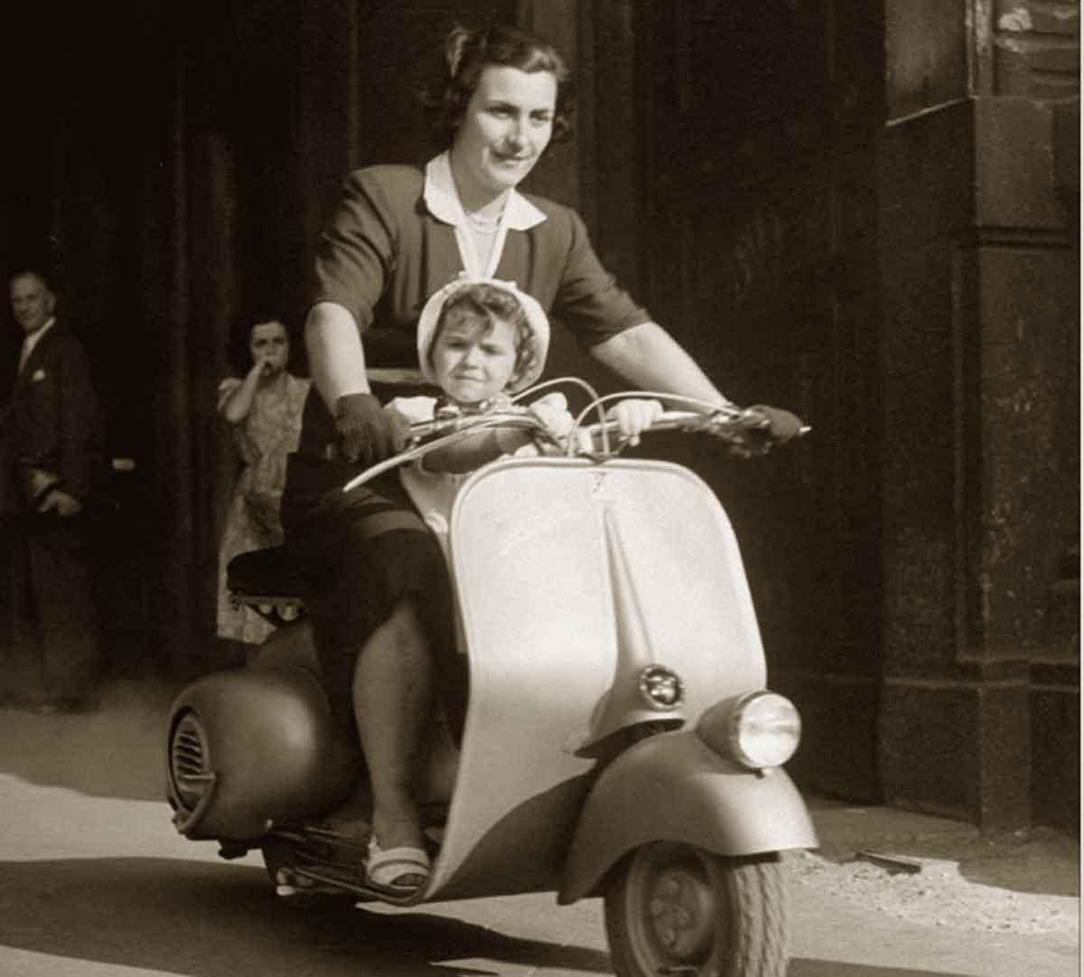 The-Vespa---Milan-Italy-1948