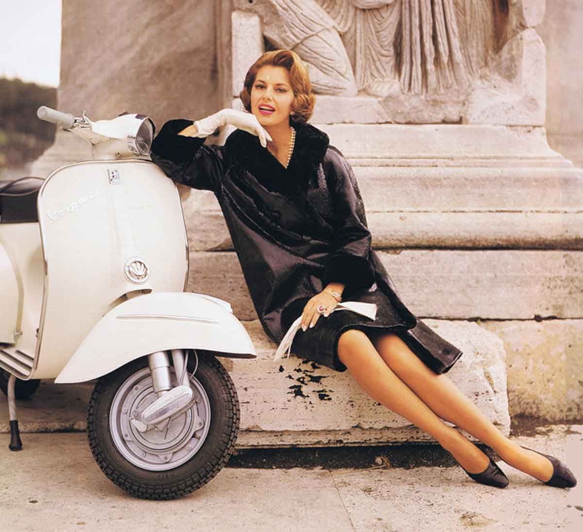 Vespa-Chic---How-the-world-was-seduced-by-a-scooter---Cyd-Charisse-