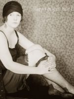 a young flapper poseing in 1922 - Bain Collection