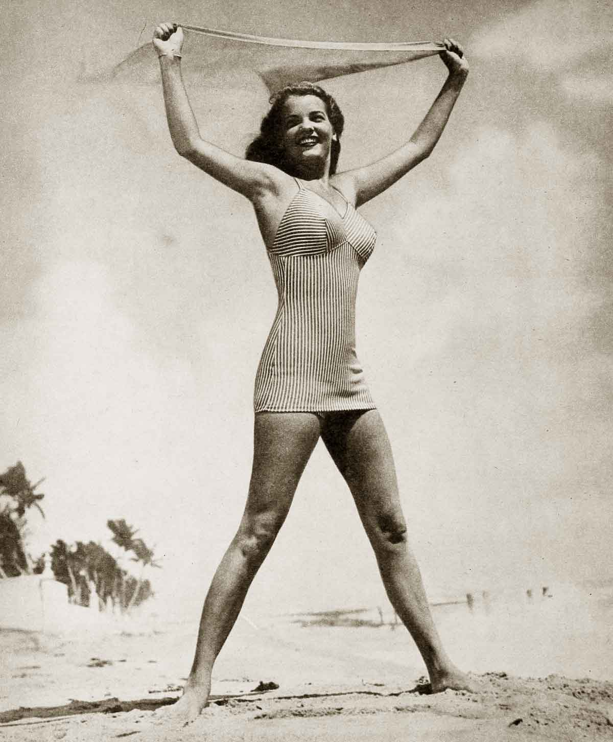 1940s-Fashion---Summer-Frock-and-Swimsuit-Styles-6