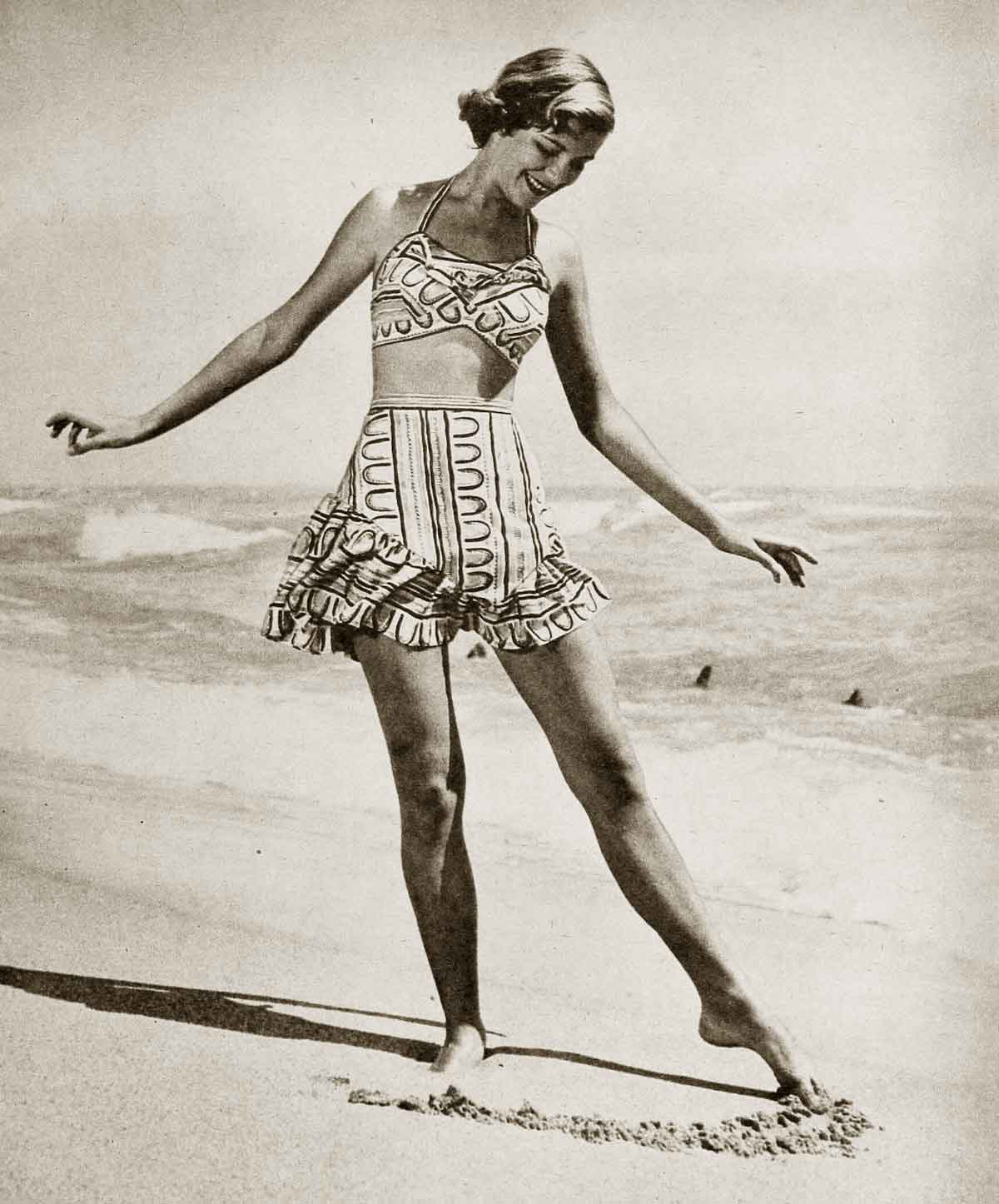 1940s-Fashion---Summer-Frock-and-Swimsuit-Styles-7