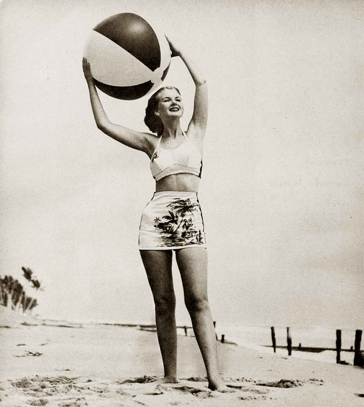 1940s-Fashion---Summer-Frock-and-Swimsuit-Styles-8