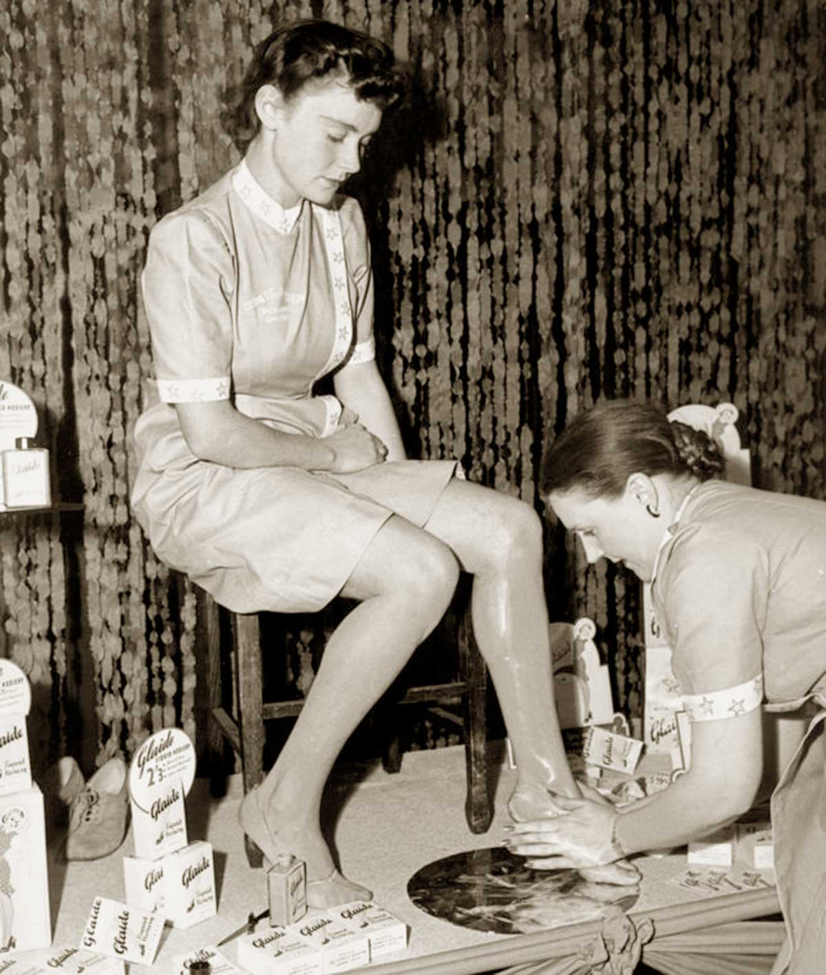 1940s-Wartime-Fashion-Liquid-stockings5