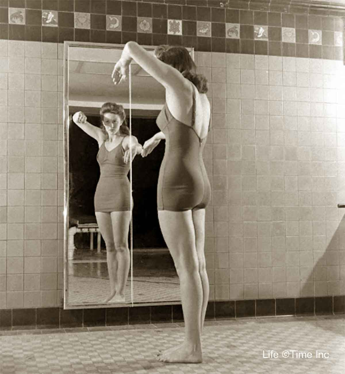 American-Swimmer---Swimsuits-of-1944i
