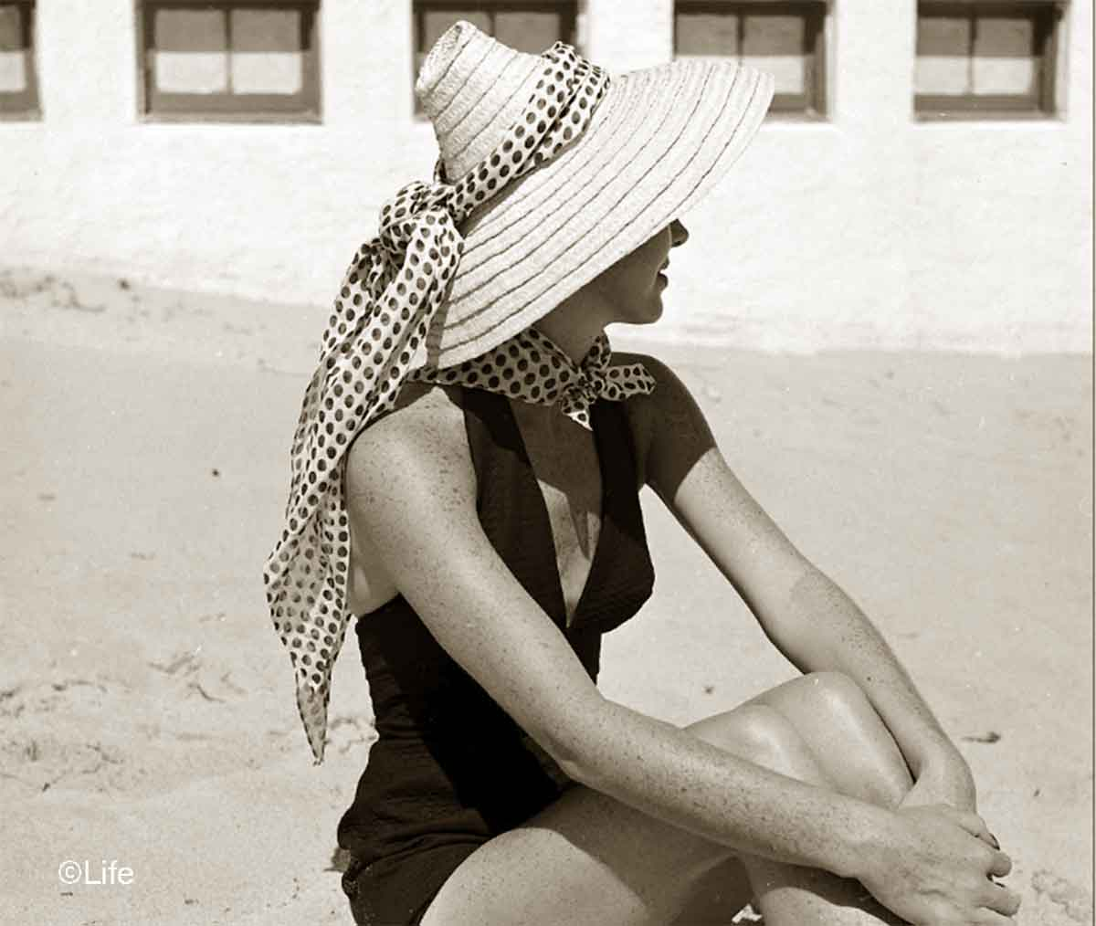 Summer-Beach-Fashions-in-1950-c