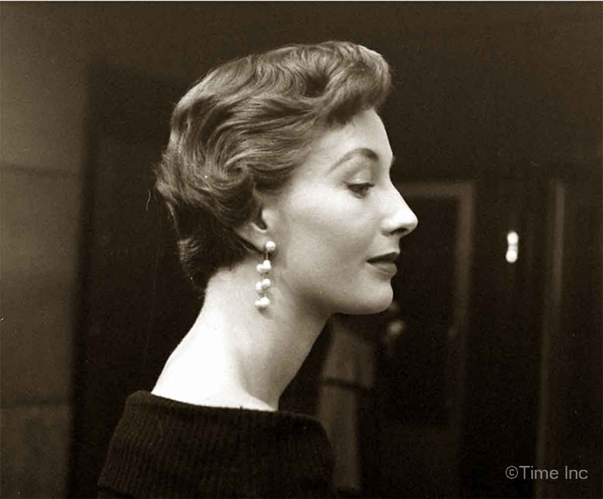 1940s-Fashion---The-Second-New-Look-of-1949---shingle hair
