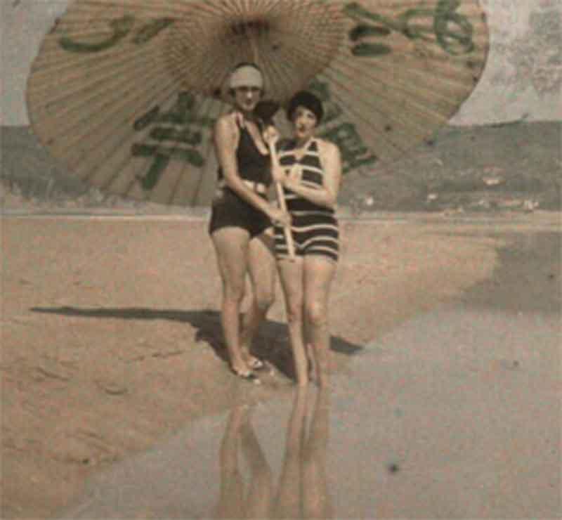 Jaques-Henri-Lartigue-parasol