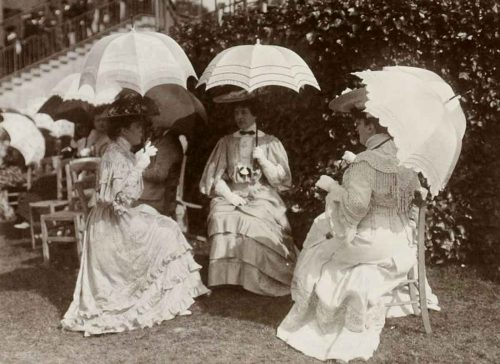 Longchamp,-France-1900---umbrella-chic