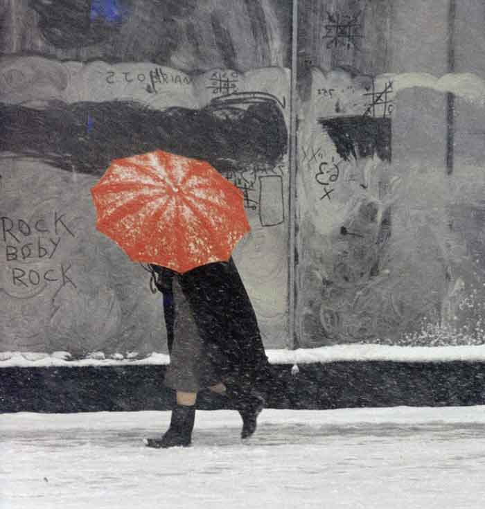 saul-leiter---red-umbrella-1958
