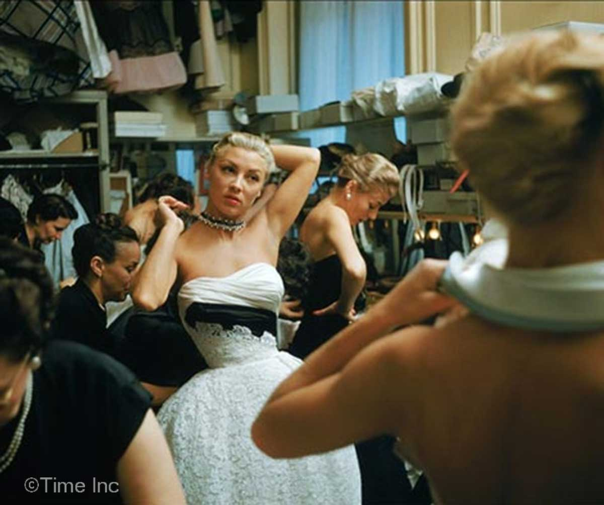 Backstage-at-Christian-Dior--show-1954---Mark-Shaw