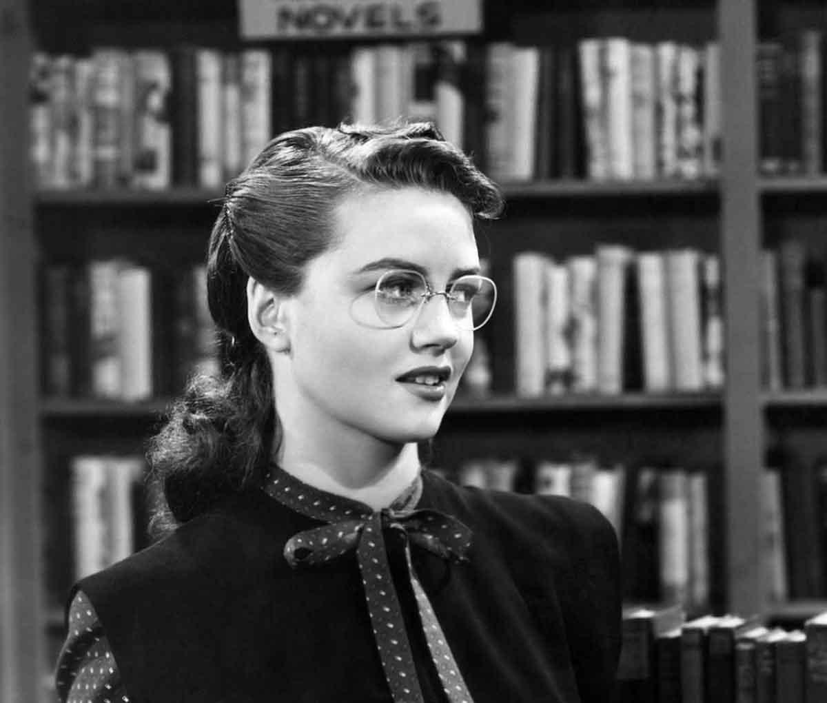 Girls Who Wear Glasses 1940s Beauty Tips Glamourdaze