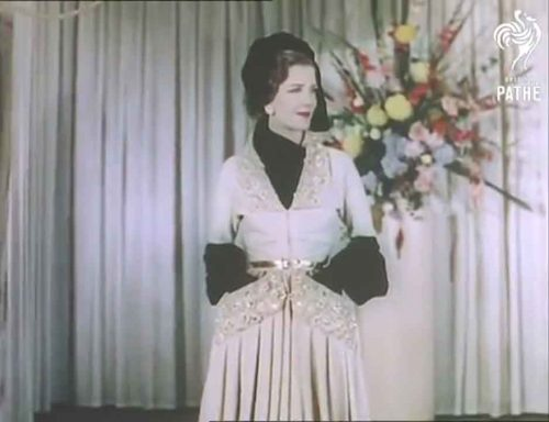 1-1950s-british-fashion-show-in-color-1951-worth-dinner-dress