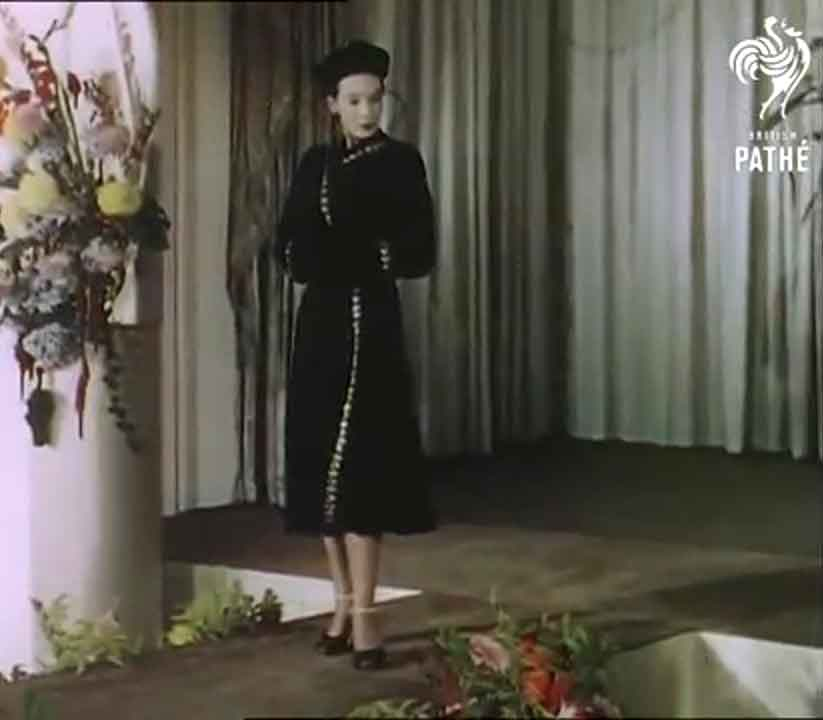 16-1950s-british-fashion-show-in-color-1951-dolores-joyce-in-hartnell-afternoon-dress