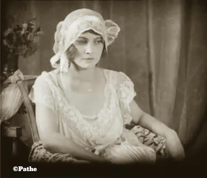 1910s-fashion-parisian-lingerie-in-1916-