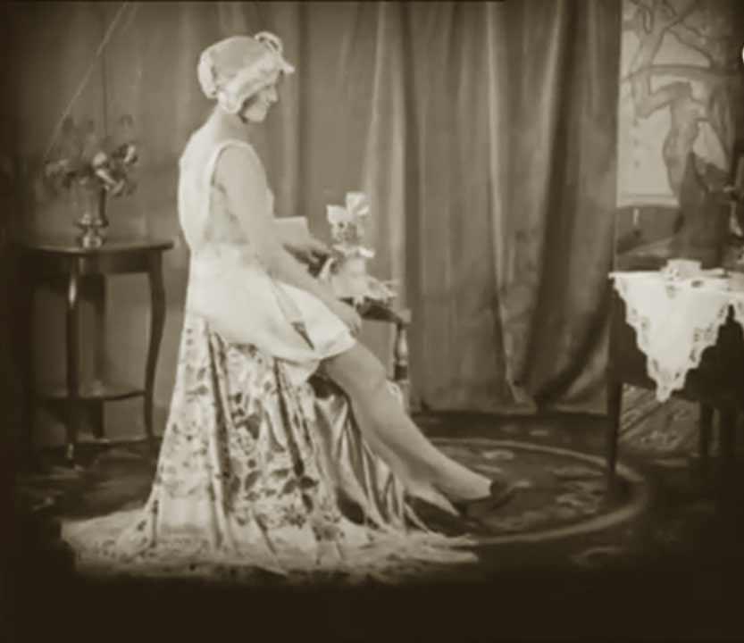 1910s-fashion-parisian-lingerie-in-1916