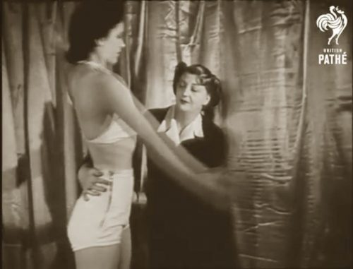 1940s-pathe-fashion-school-for-models-1