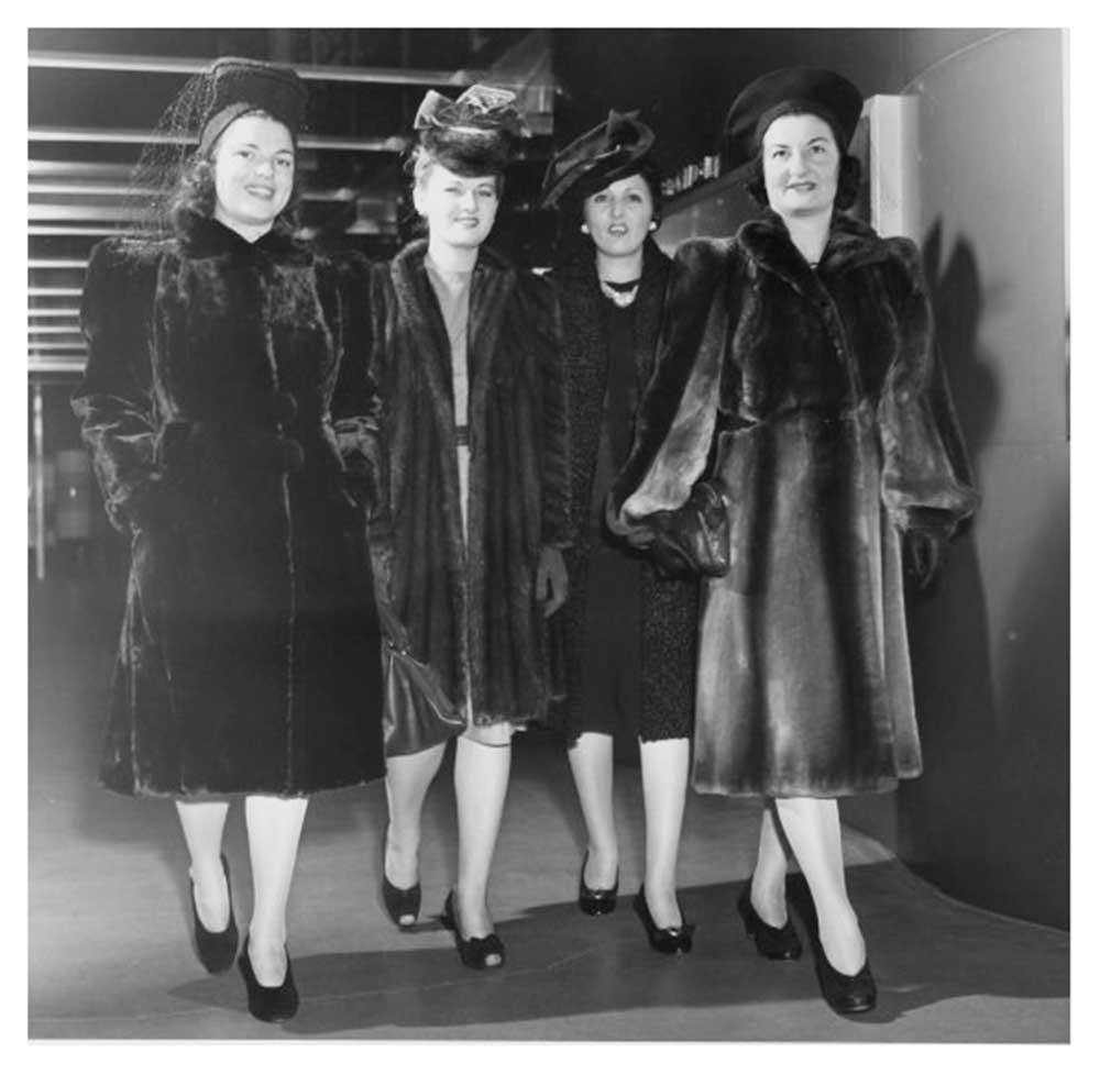 1940s-Fashion-Forecast---Coats---New-York-Worlds-Fair-1939f