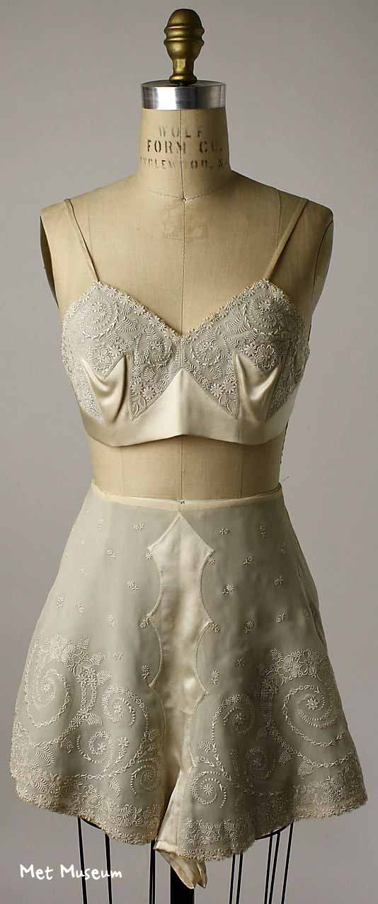 1923---Embroidered-silk-tap-pants-and-bra