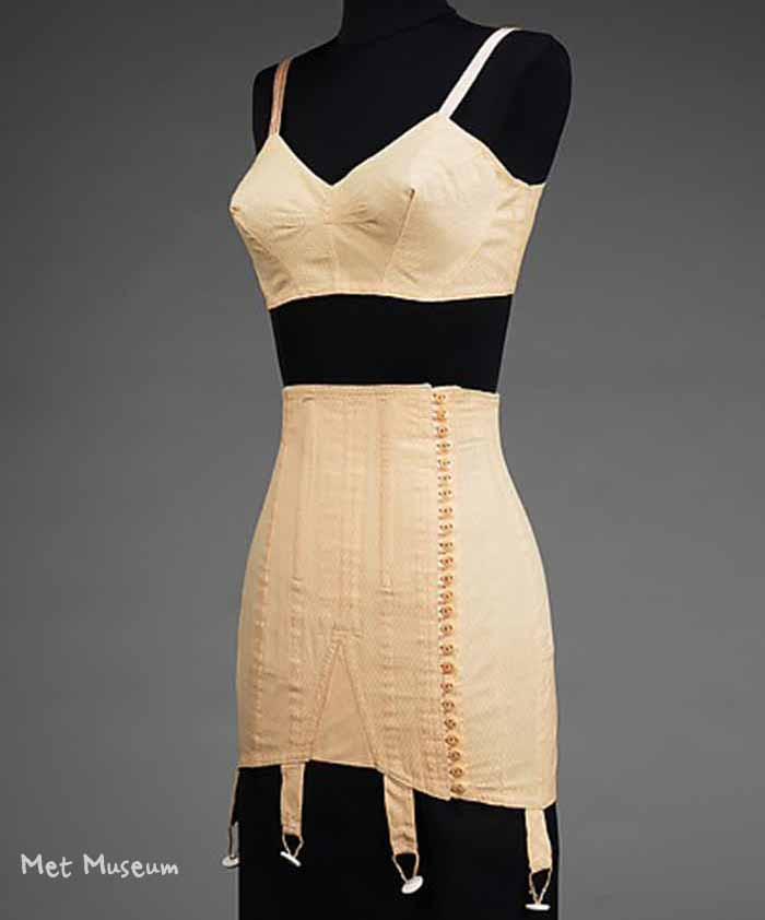 1942-Bra-and-Girdle-Set