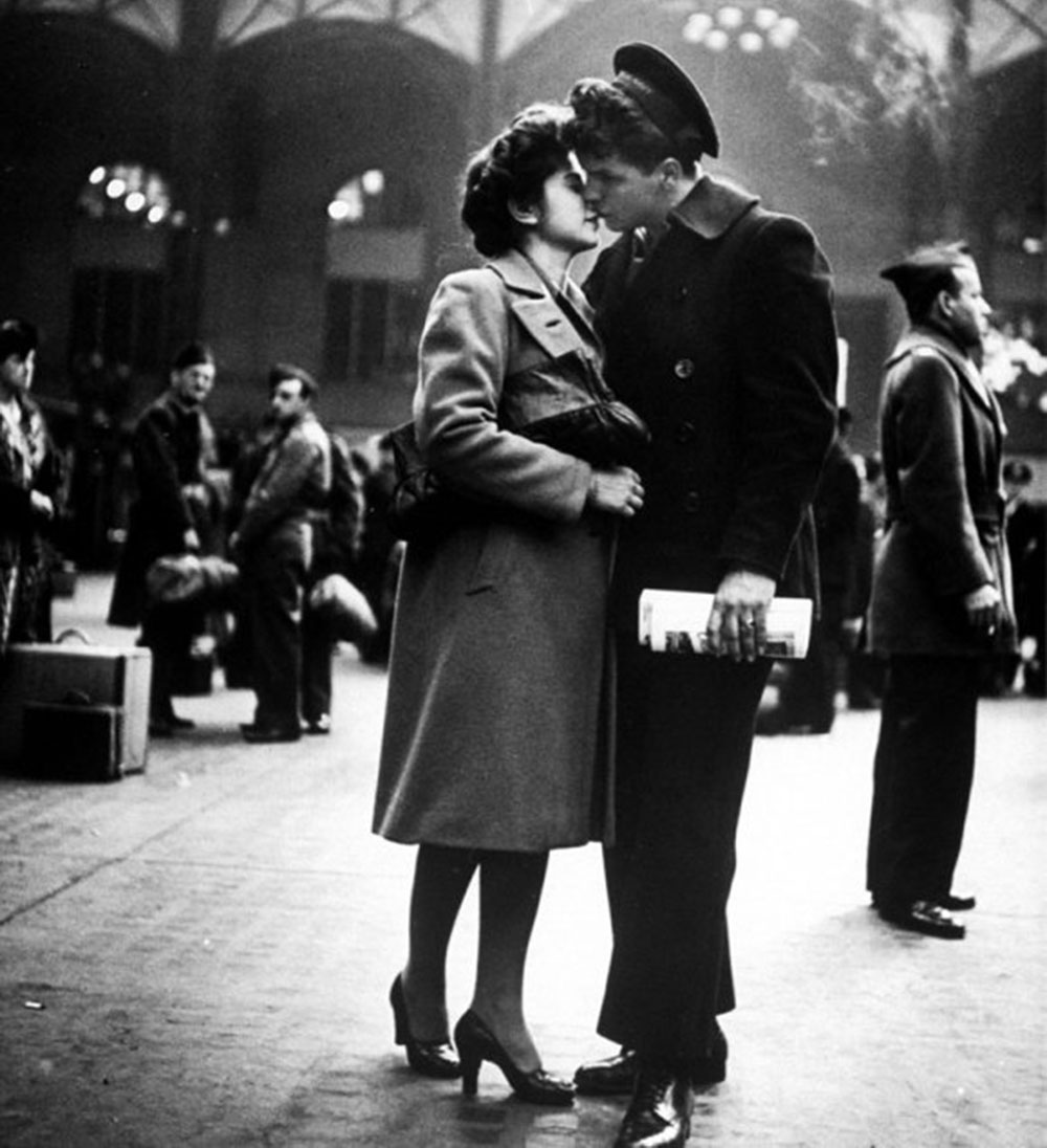 Alfred-Eisenstaedt--Penn-Station,-April-NYC-1943