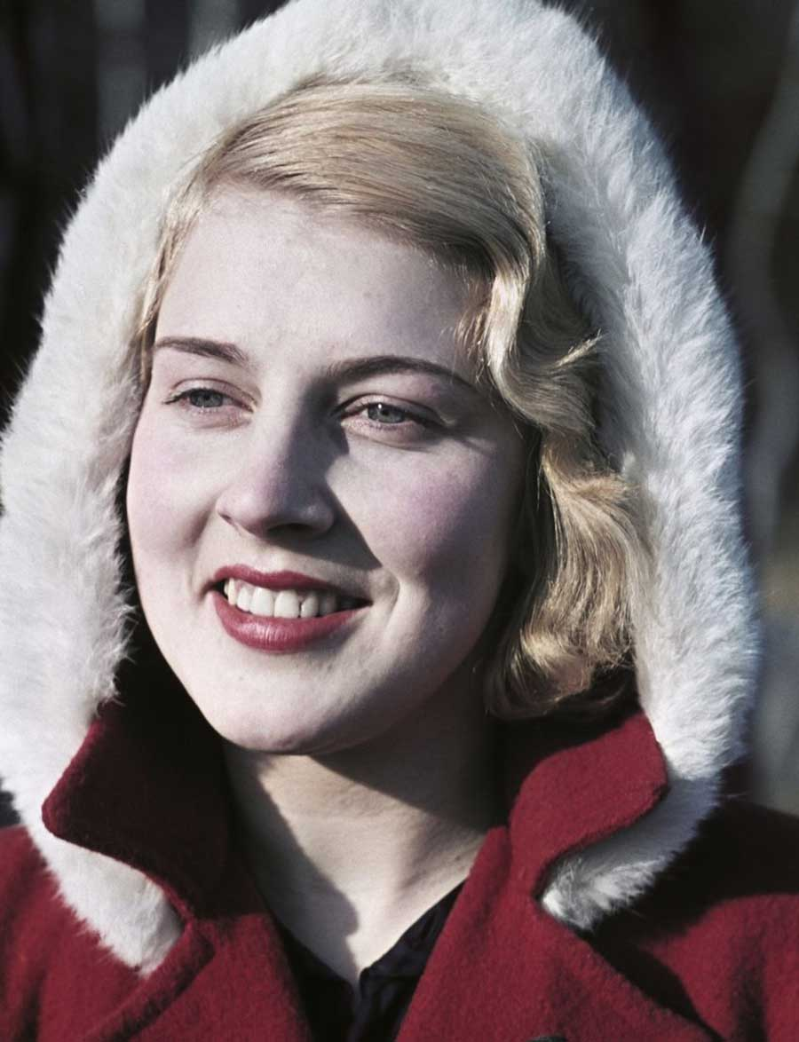 1940s-War-era-women-in-color-1943-feature
