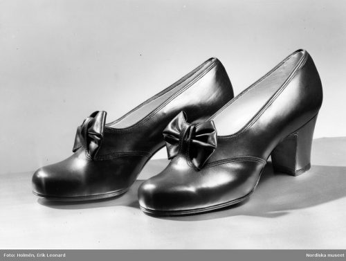A pair of walking shoes with bow 1940