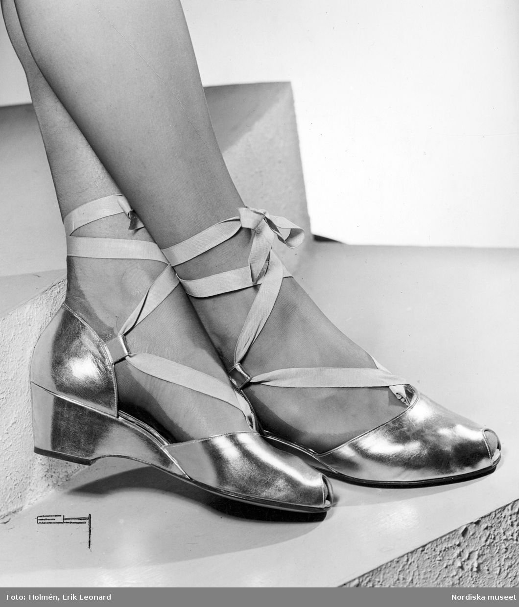Evening shoes in gold and silver with ribbon band attached along the ankle 1944
