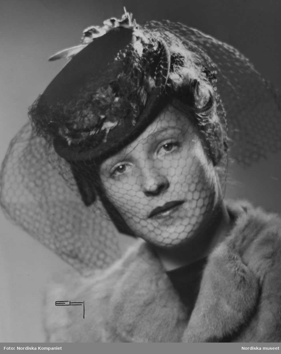 1940s Suiter hat with veil