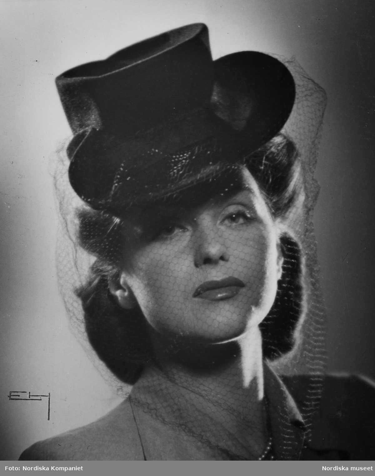 1944 Suiter hat and veil from Sweden b260e29e737