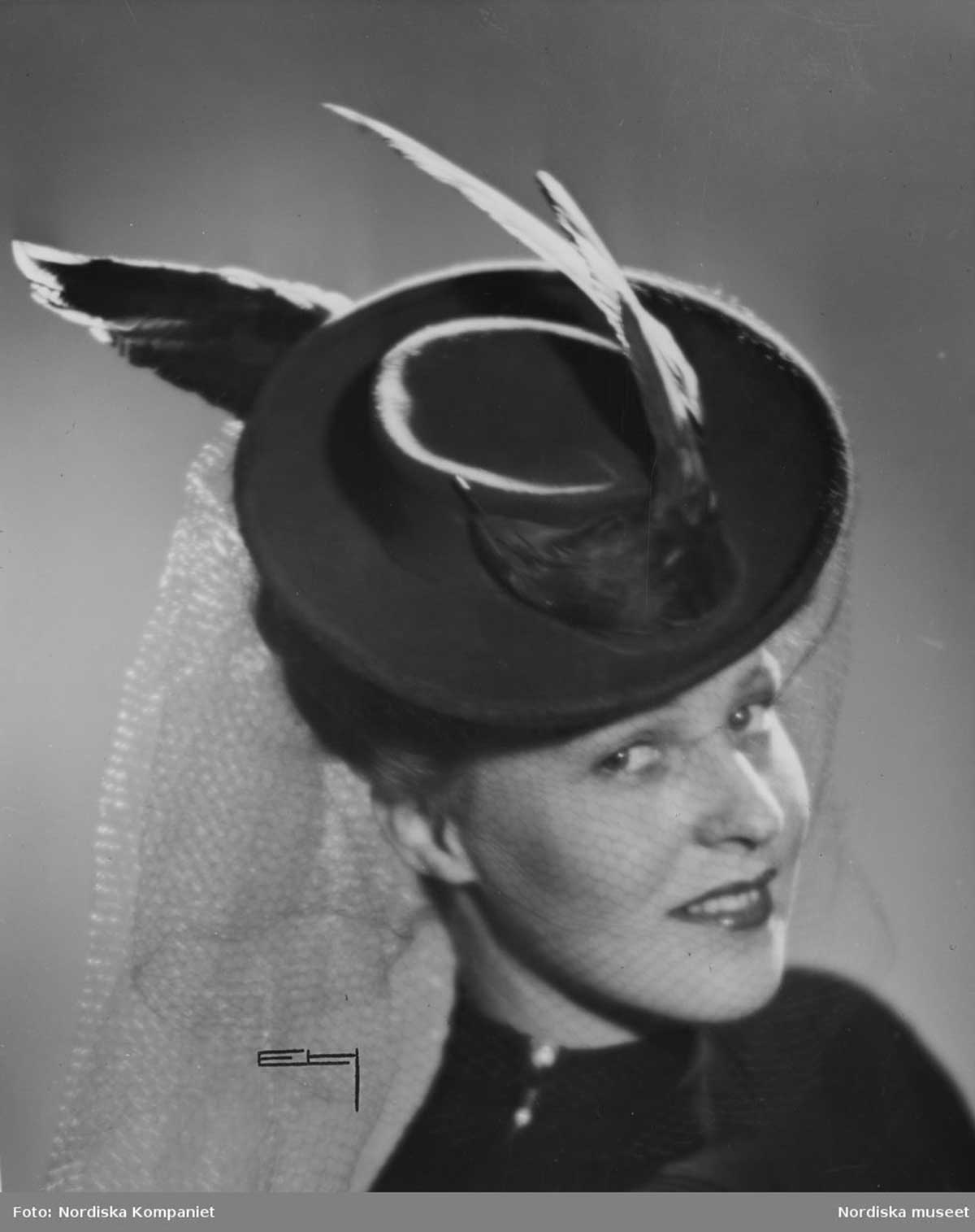 1943 sombrero with feather detail and veil