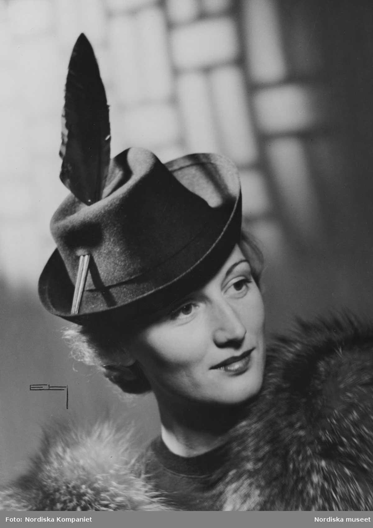 1942 Ladies Homburg hat and feather