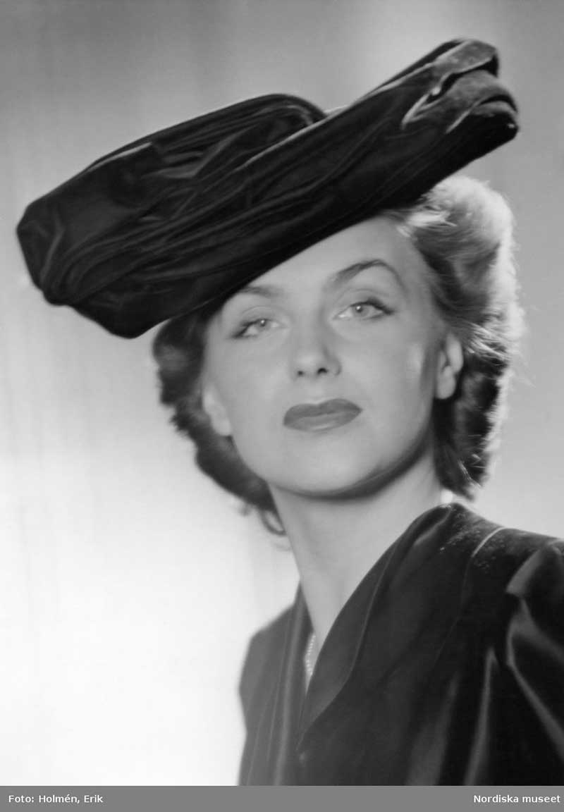 1945 Edwardian inspired Picture Hat with wide brim