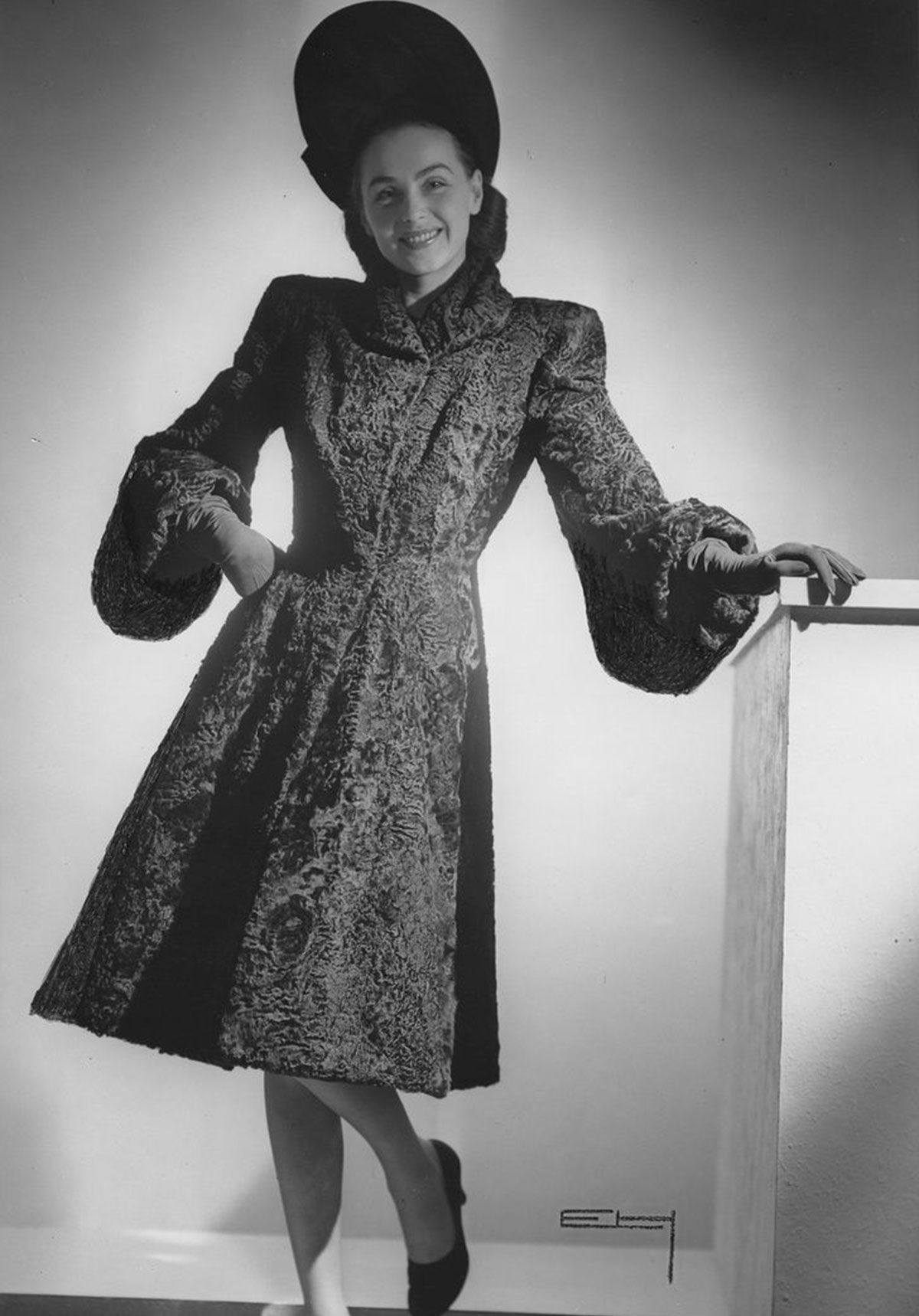 Woman-in-Persian-coat-with-highlighted-waistcoat,-dark-hat-1945