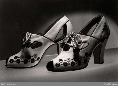 high heel pumps from 1940