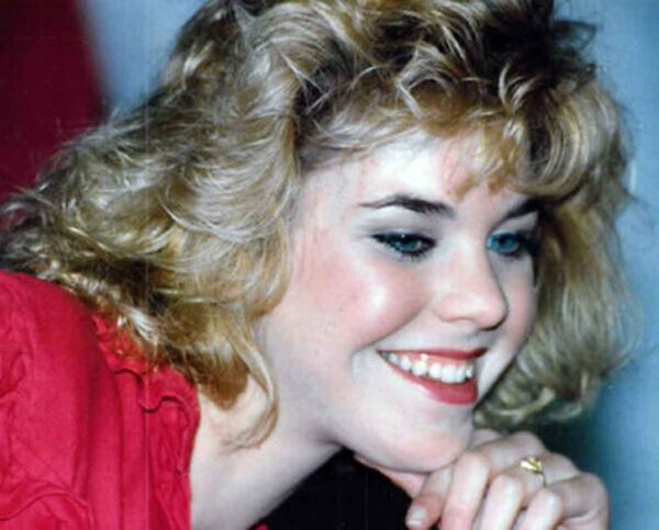 Typical 1980's hairstyle and makeup
