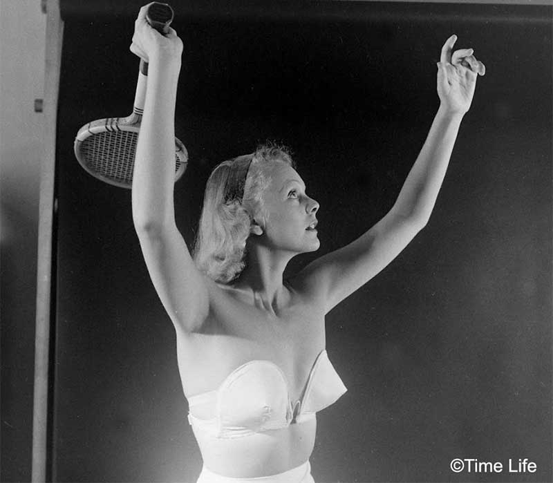 1940s-Fashion---The-Wired Strapless Bra
