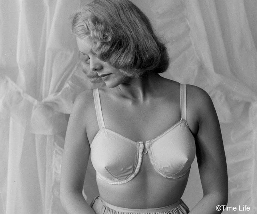 1940s-Fashion---The-Wired-Bra
