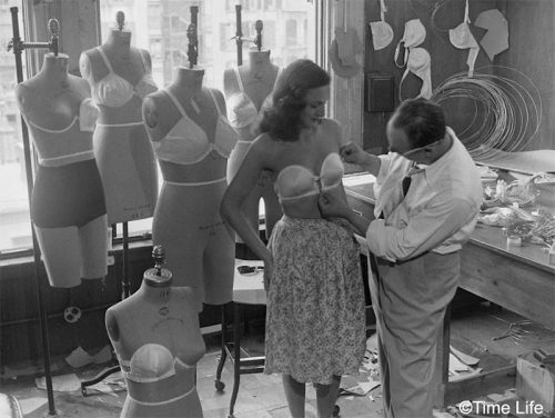 1940s-Fashion---The-Wired-strapless-bra