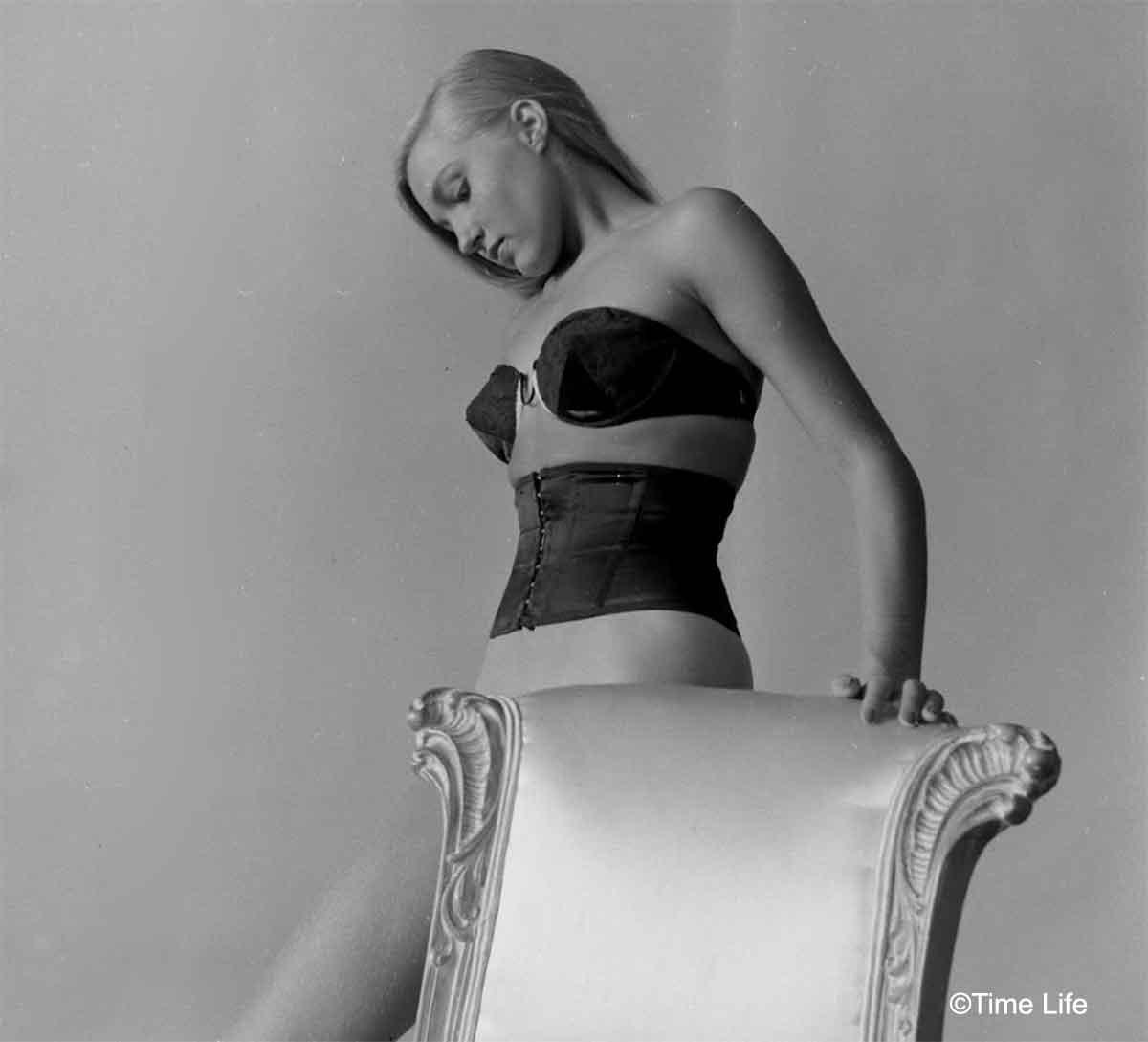 1940s-Fashion---Waist-Pinchers-1949