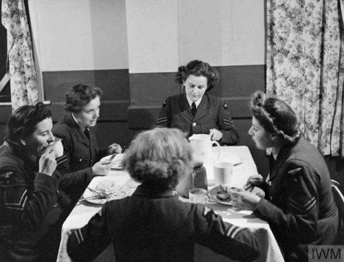 A-group-of-WAAFs have their dinner - RAF Bridgnorth