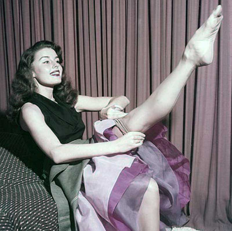 Elaine-Stewart---How-to-Look-Like-a-1950s-Pinup-Girl---leg-beauty